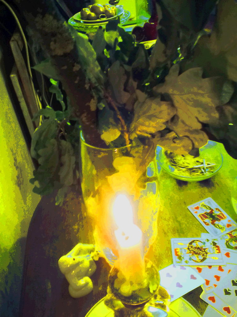 магическая жёлтая свеча