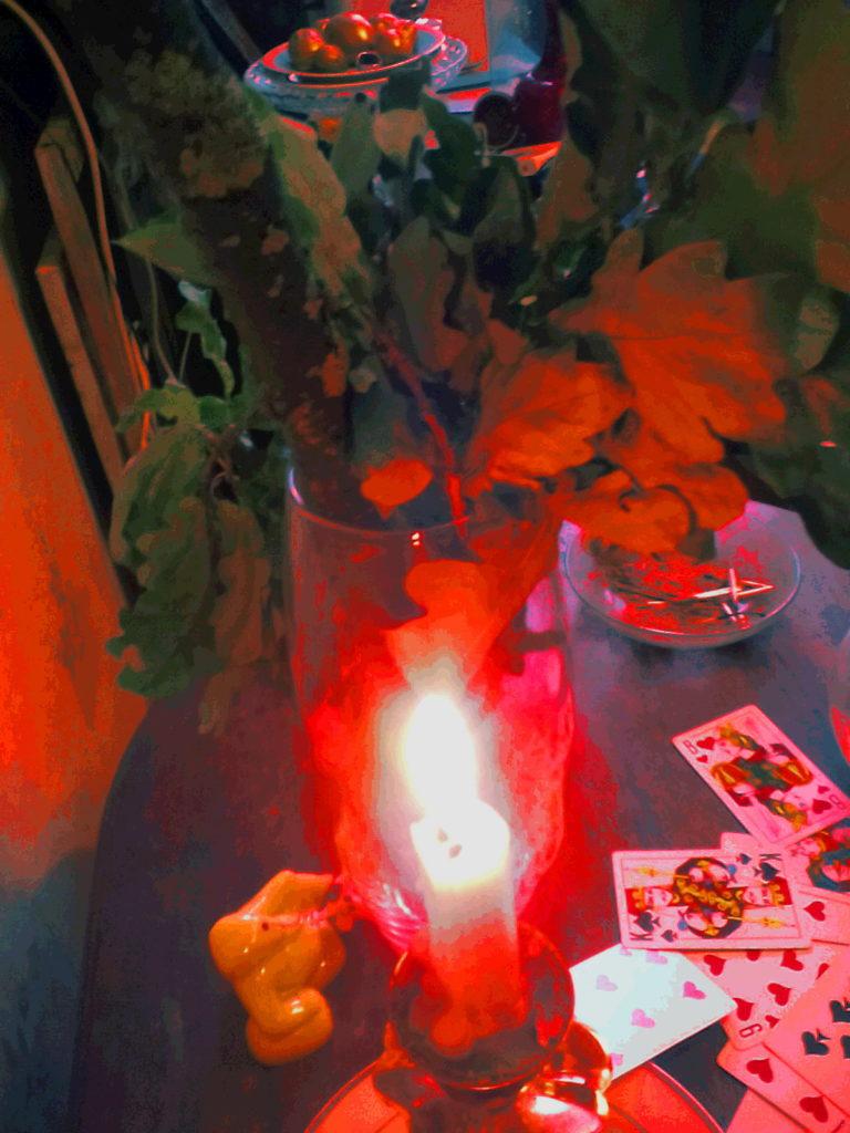 магическая свеча и карты